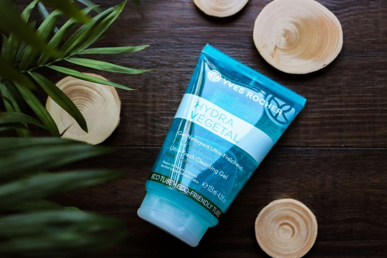 Super Reinigungsgel Fur Die Tagliche Anwendung Hautpflege In 2019 Yves Rocher Energy Drinks Water Bottle