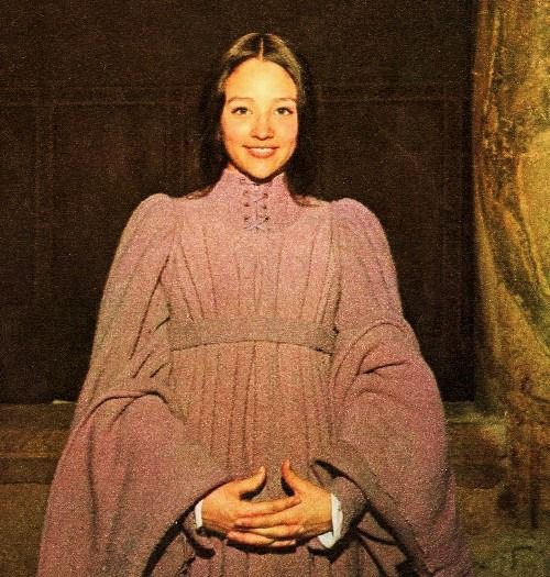 Olivia Hussey - figurino do casamento Julieta