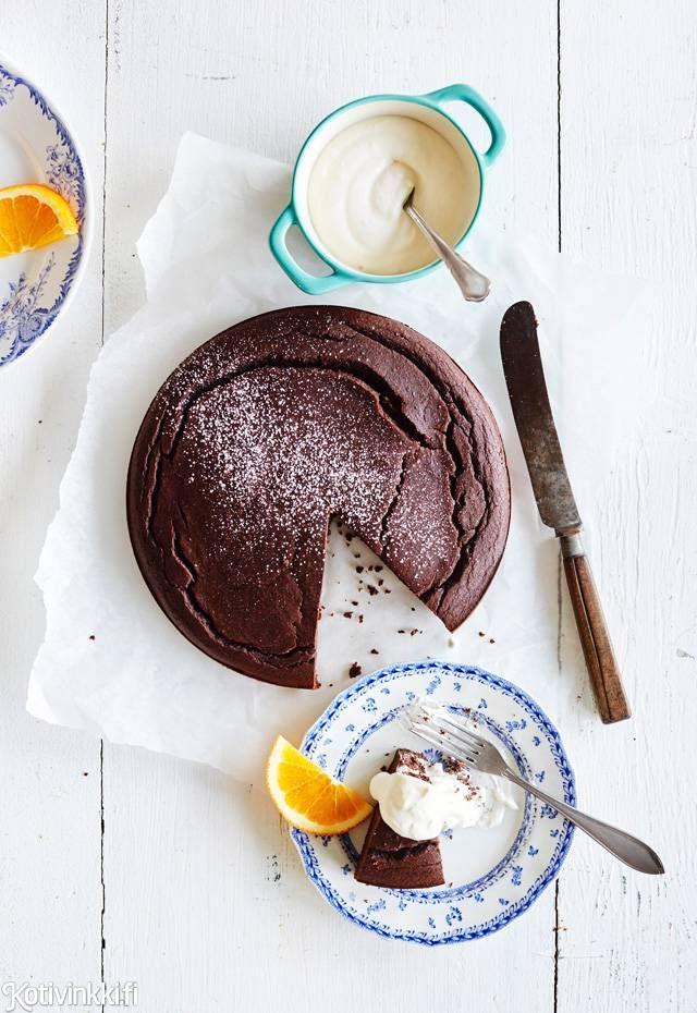 Jauhoton, gluteeniton, kaakaosta suklainen, ihanan kostea ja pehmeä mustapapukakku hurmaa, vaikka on terveellisyyden perikuva.