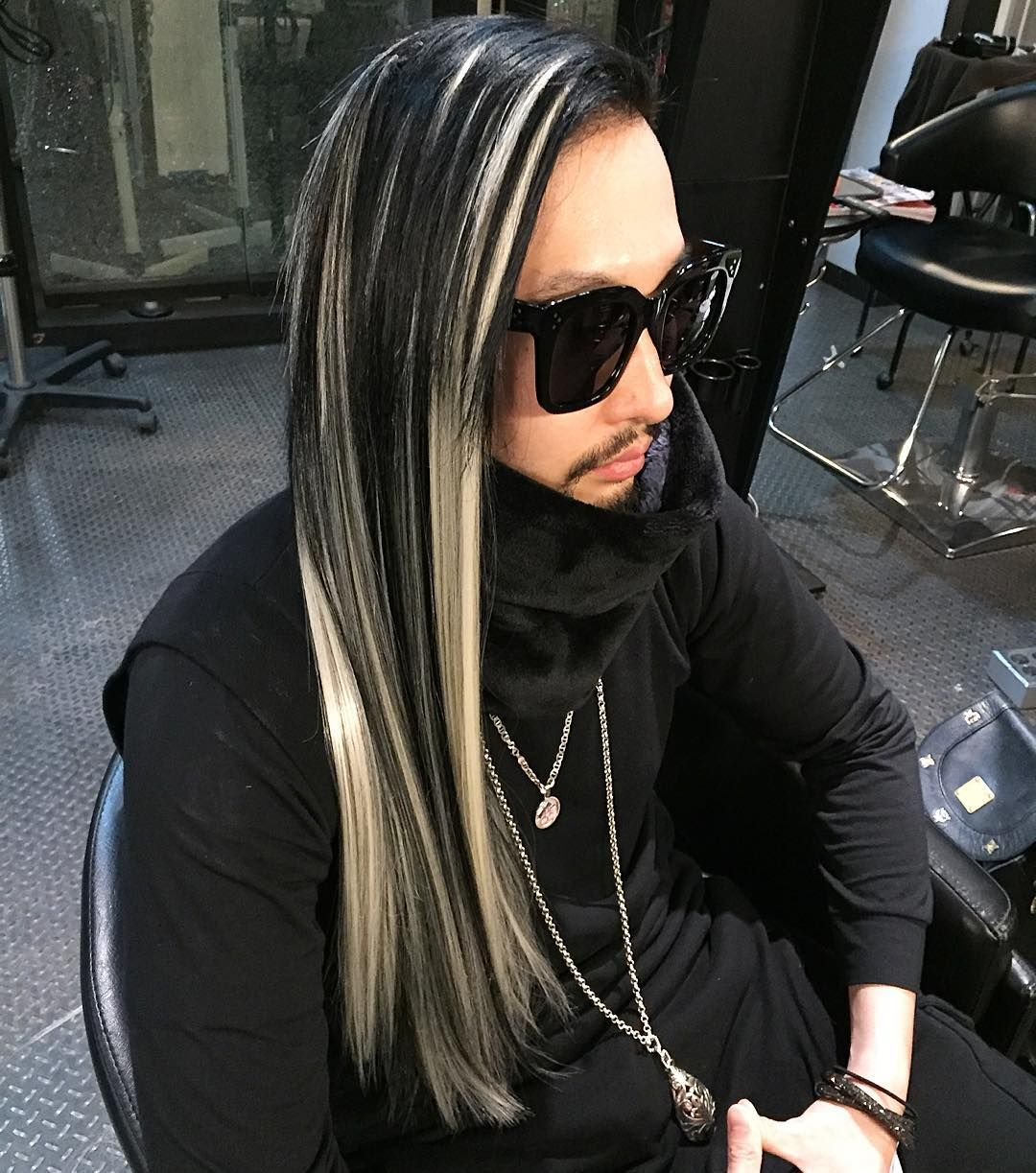 Maintaining @yusukenakaijapan 's white & black hairwith #hairextensions #individualextensions #hairbyChiyuki #extensions #whiteandblackhair #menslonghair #menshairstyles #guyswithcoolhair #coolhairstyles #hairdresser #lahairstylist by chiyukihair
