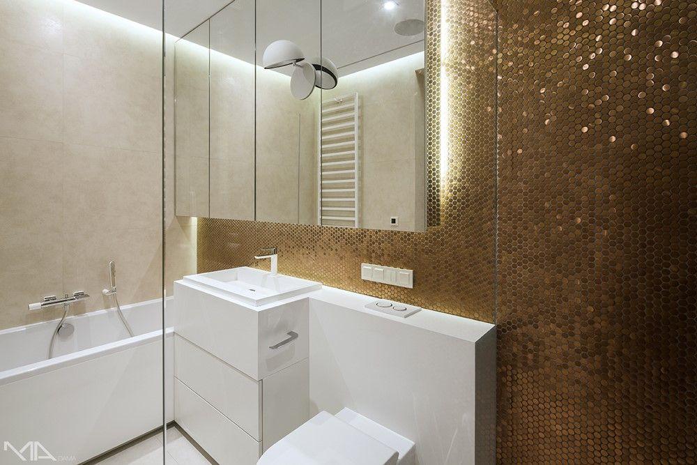 Biała łazienka Ze Złotą Mozaiką Architektura Wnętrza
