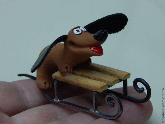 Миниатюрные модели ручной работы. Ярмарка Мастеров - ручная работа. Купить Такса на санках деревянных. Handmade. Разноцветный, собачка, керамическая
