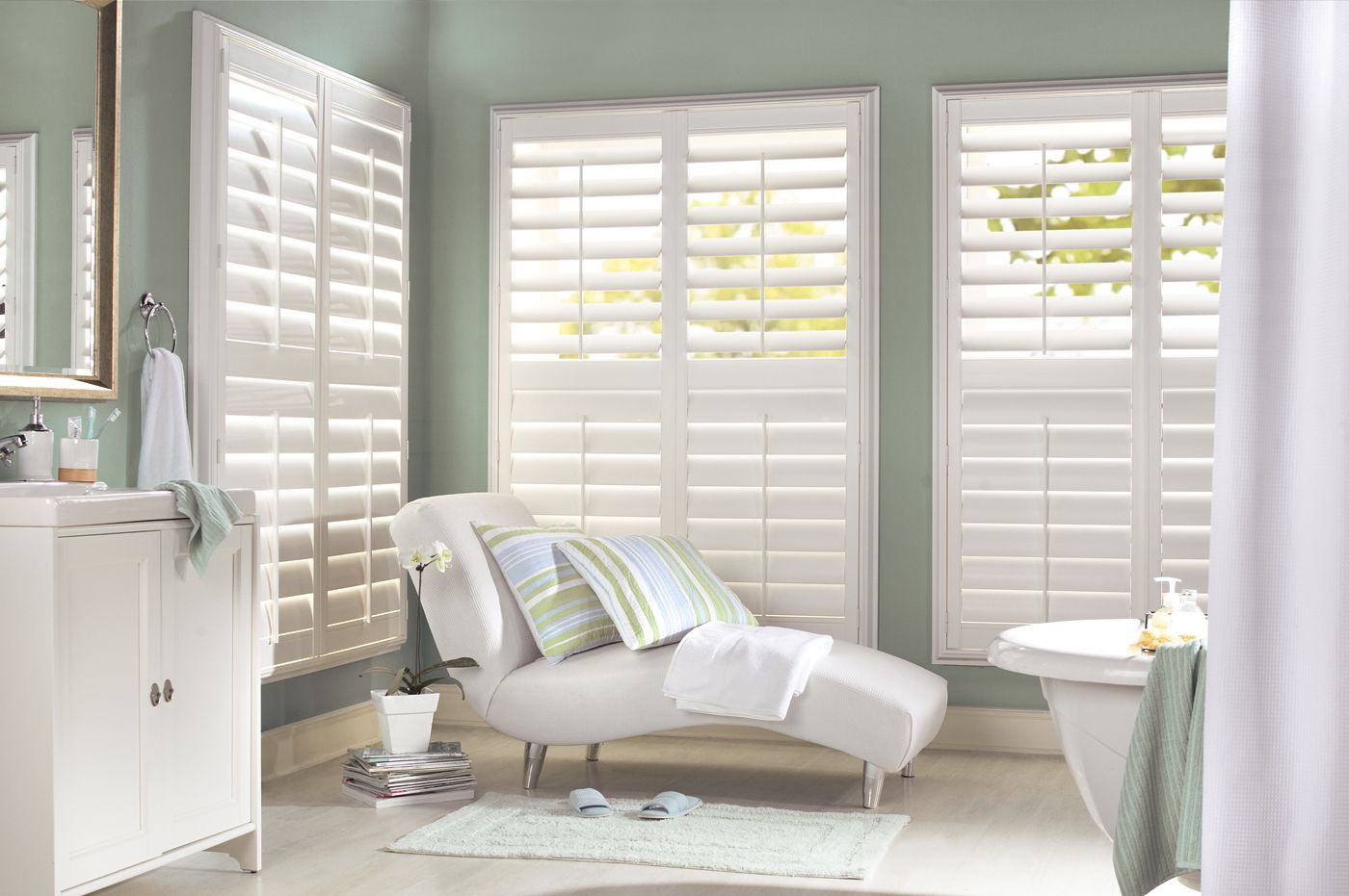 Create An Elegant Coastal Look For Bathroom   Made With Highly Durable  Materials, These Shutters Are Perfect For Steamy Bathrooms.