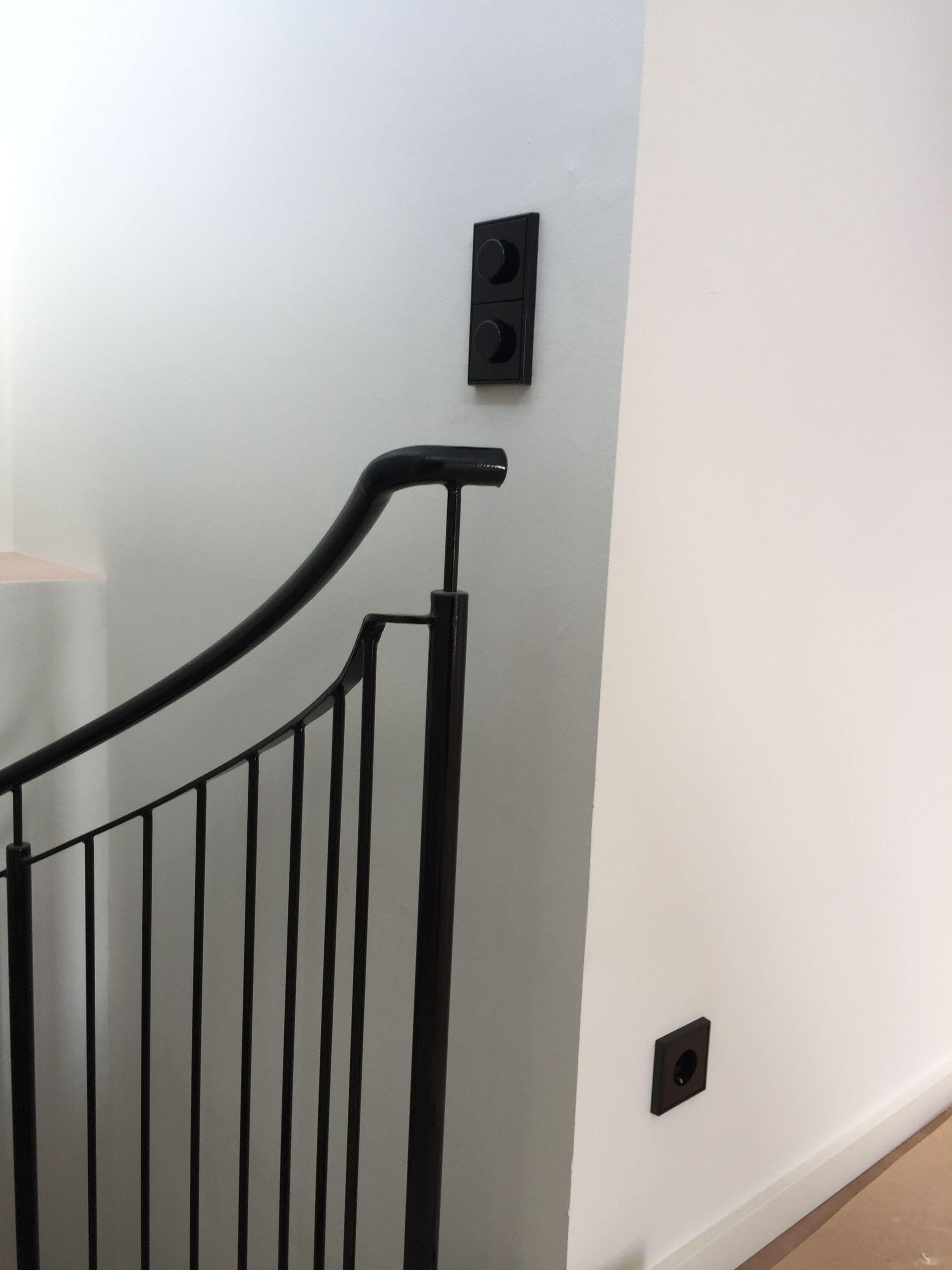 Schalter und Steckdosen von Jung aus der Serie LS990 in schwarz ...