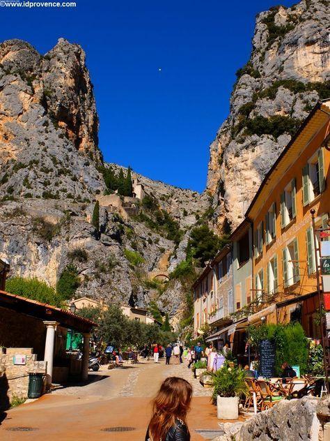 Photo of Moustiers-Sainte-Marie-Provencal village on the Gorges du Verdon