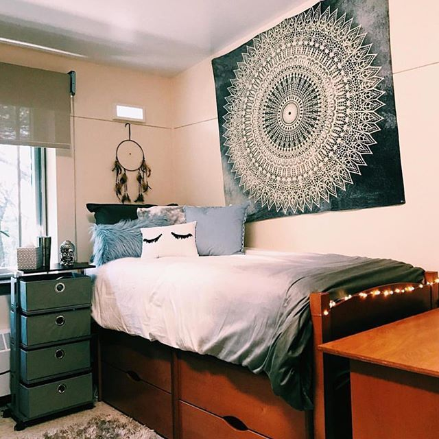 5 more minutes please // @sophia_pressman | College dorm ...