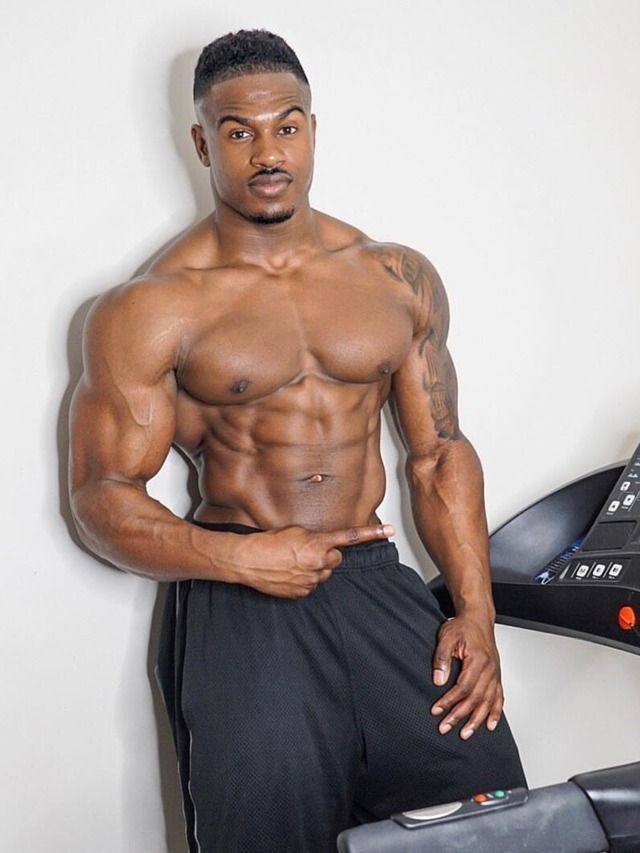 autofellation black gay musclé