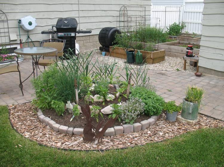 Amenagement Jardin Creez Votre Spirale D Herbes Aromatiques