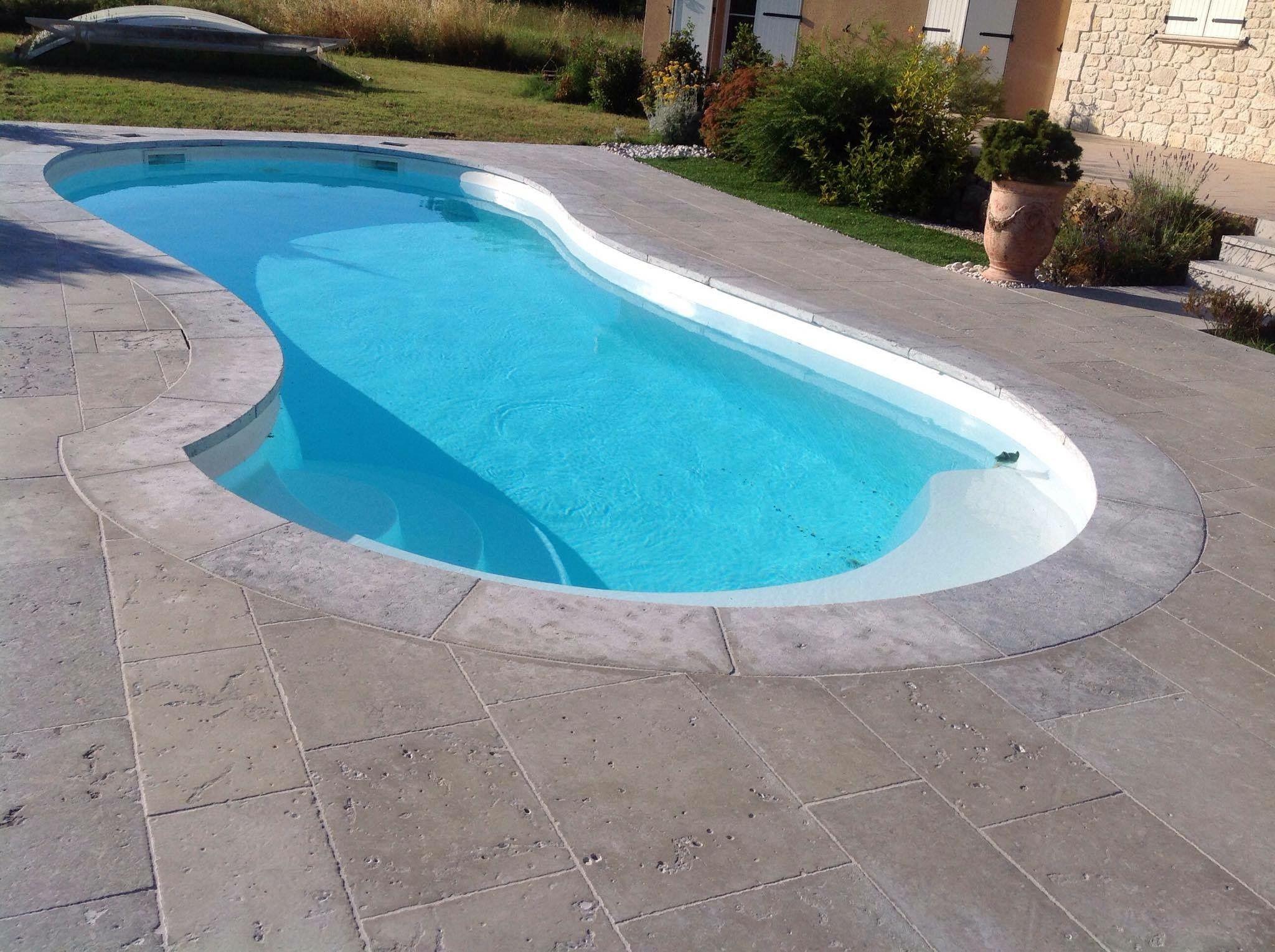 Margelles et plage de piscine en pierre dure de dordogne for Piscine en dordogne