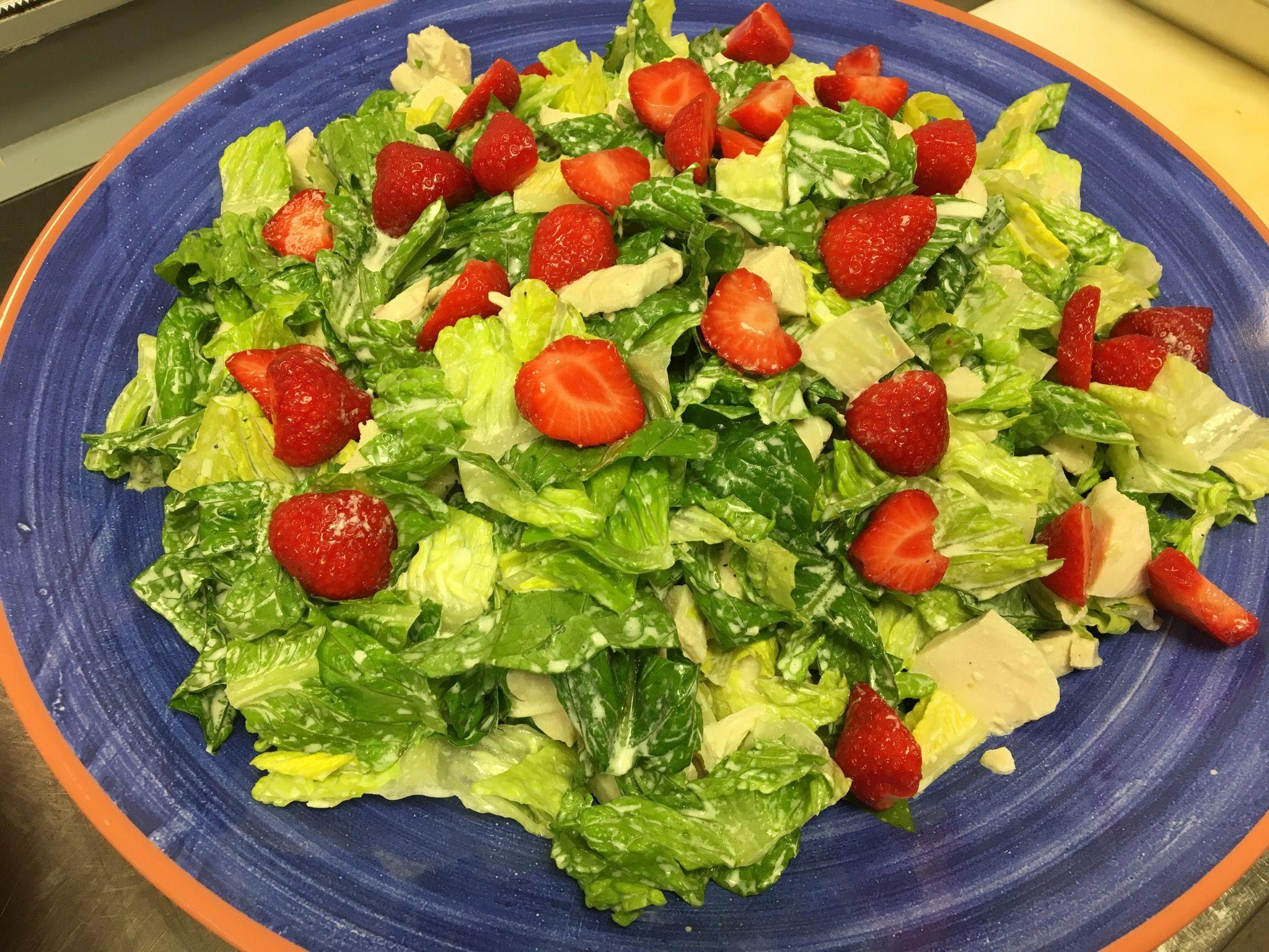 Kyllingsalat Med Jordbær Er En Simpel Salat Som Er Hurtig At Lave