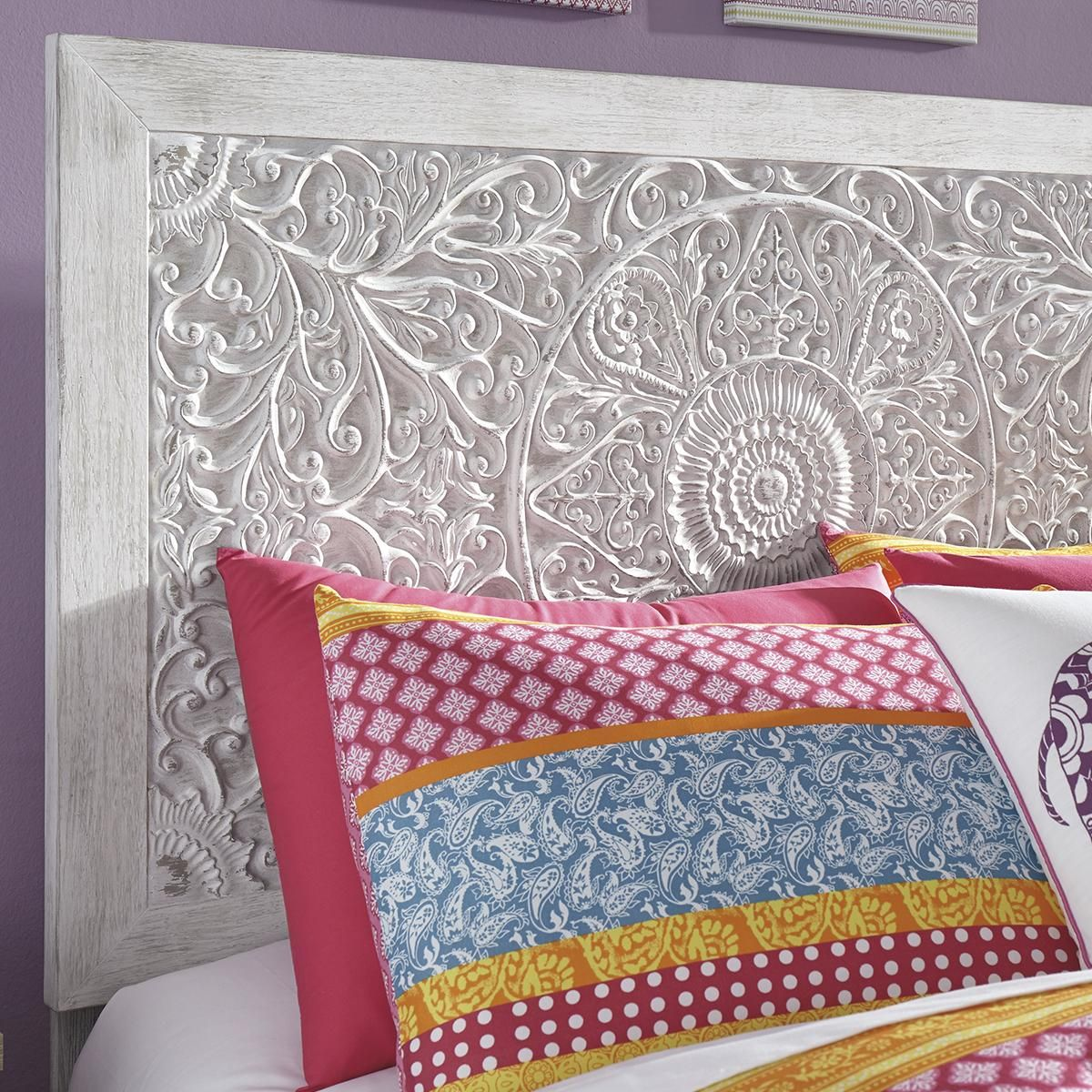 Signature Design by Ashley Paxberry Twin Bed in White Wash