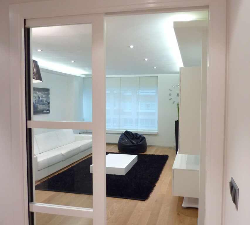Puerta corredera grande interior buscar con google - Cristales puertas salon ...