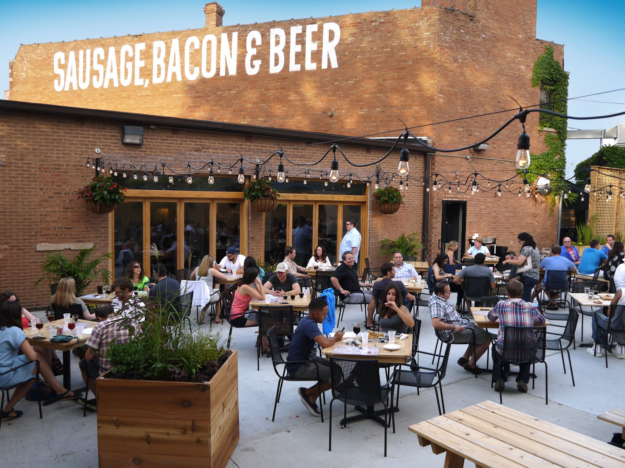 Don T Worry About Having The Kids Tag Along These Chicago Bars And Patios Will Gladly Welcome Whole Family