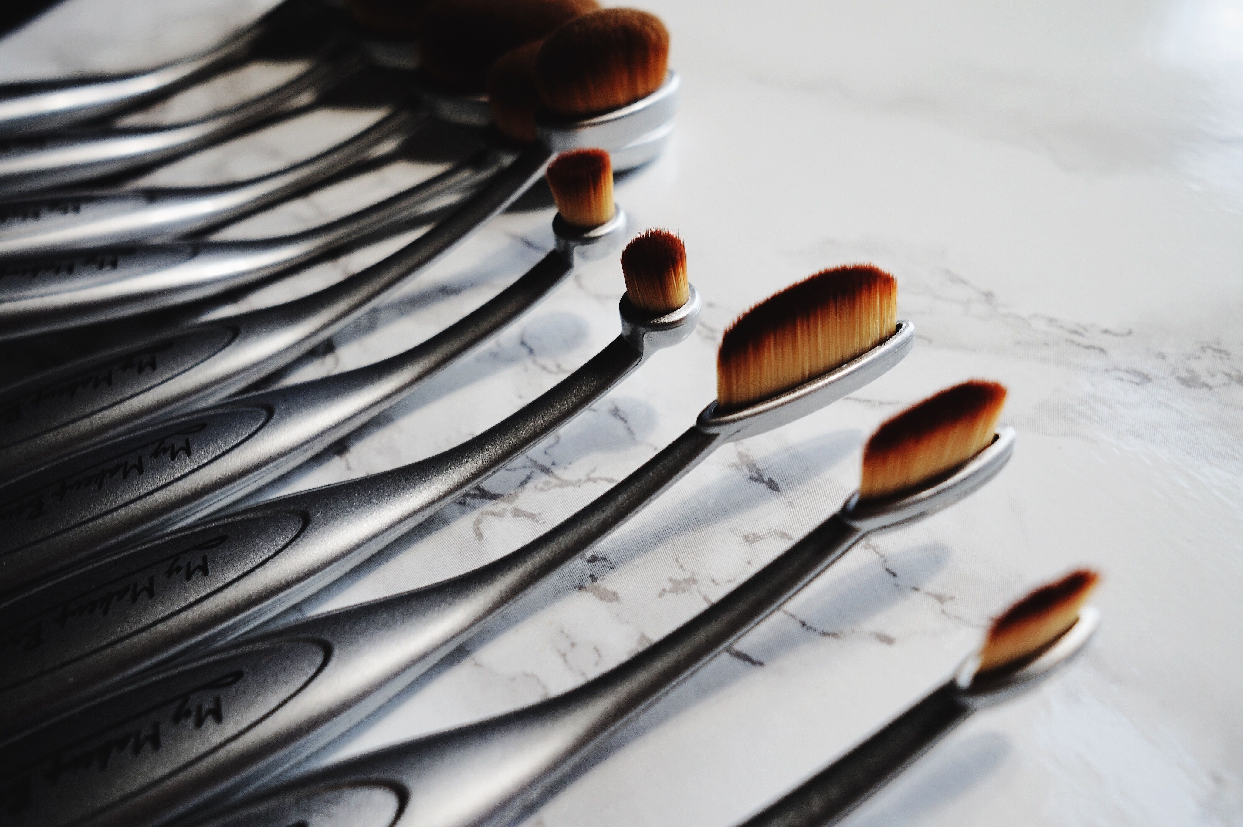 LOVING the Oval Makeup Brush x My Makeup Brush Set My