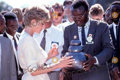 Princess Diana Red Cross Zimbabwe Tour Photo: Dave Chancellor-alpha-Globe Photos Inc 1983 Princessdianaretro
