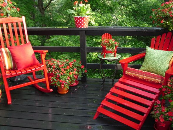 Love The Black Deck And Red Chairs How Cheery With Green Foliage