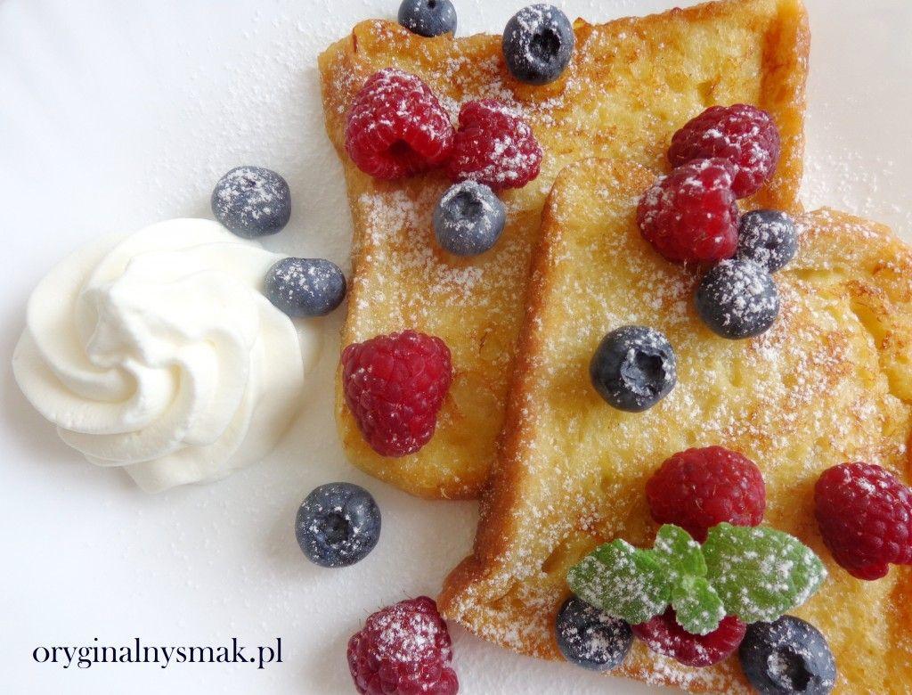 Tosty francuskie z owocami i bitą śmietaną