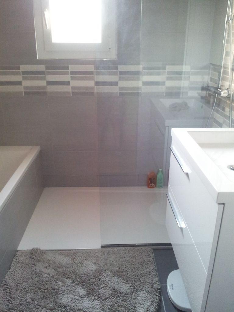 Dans 4m2 seulement une baignoire 150 x 70 et une colonne en 40 une douche 90 x 150 une for Salle de bain carree 4m2