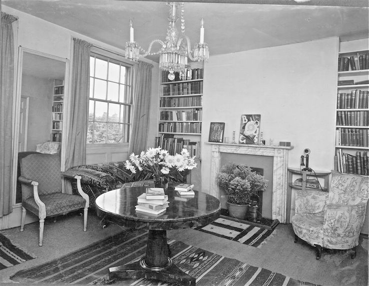 Canonbury Square 1929: Living room at 17a Canonbury Square. ©Alexander Waugh, Waugh Family Archive, Milverton.