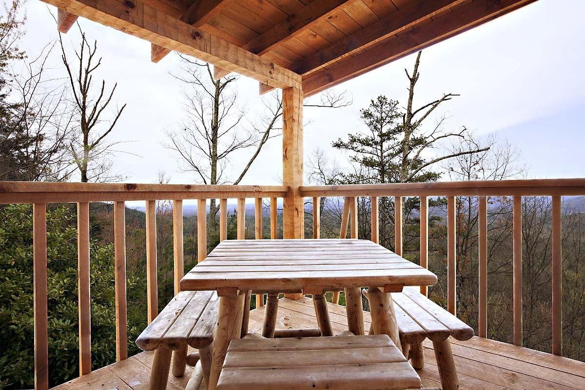 ROCKY RACCOON 1 BEDROOM cabin in Sevierville Honeymoon
