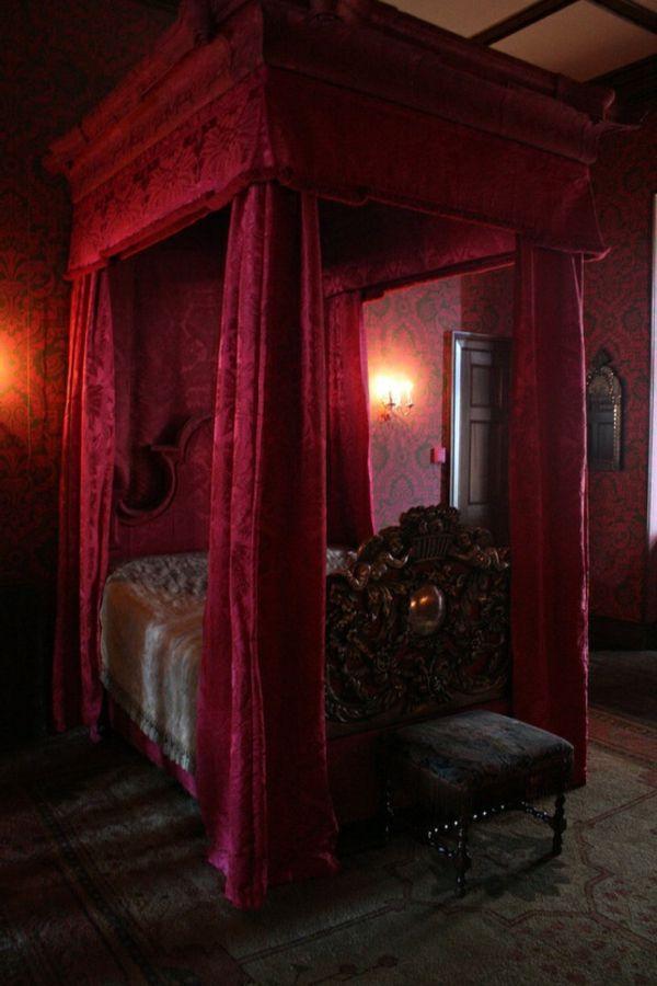 aristokratisches gothic bett im romantischen schlafzimmer | Wohnen ...