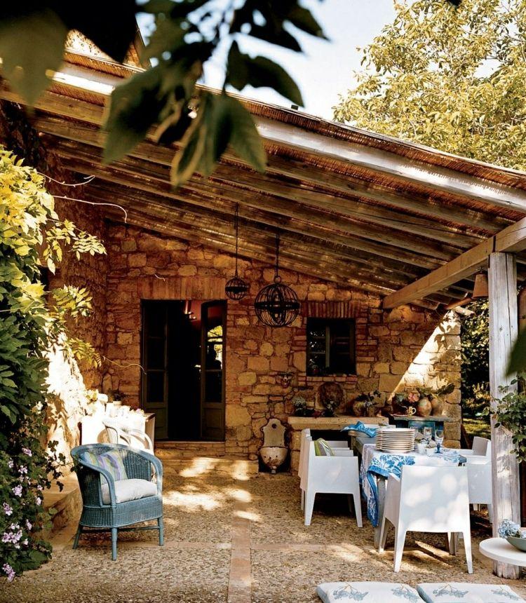 Terrasse mit Überdachung im rustikalen Stil | Gartenideen ...