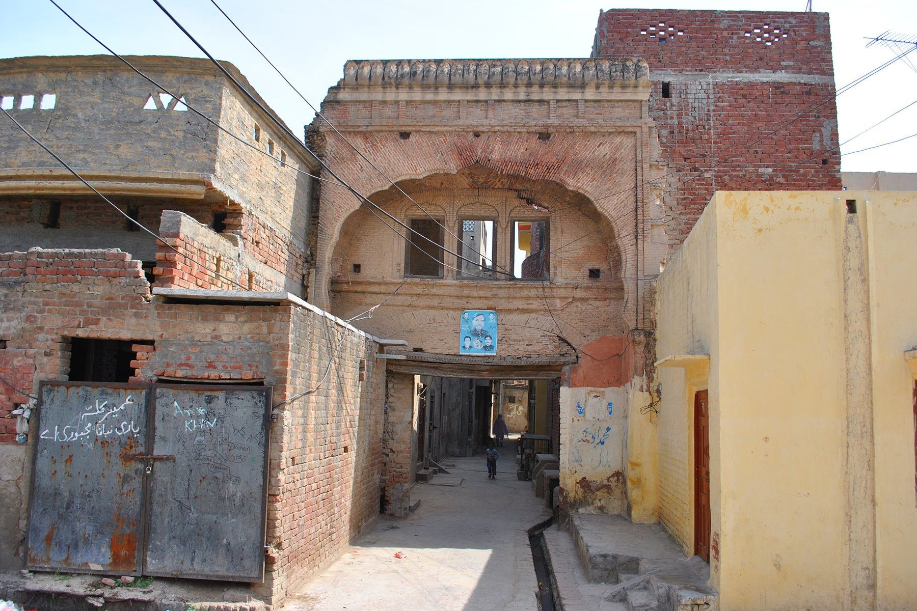 Real house of guru nanak dev ji in nankana sahib pakistan for Bangladesh village house design