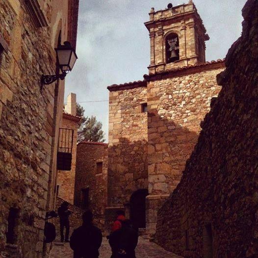Guias Viajar   Iglesia del siglo XIII en el muy bonito pueblo medieval de Culla, en el Alto Maestrazgo de Turismo de Castellón, una de las sedes de la exposición de arte sacro que puedes visitar en varios pueblos de la comarca castellonense Valencia  España