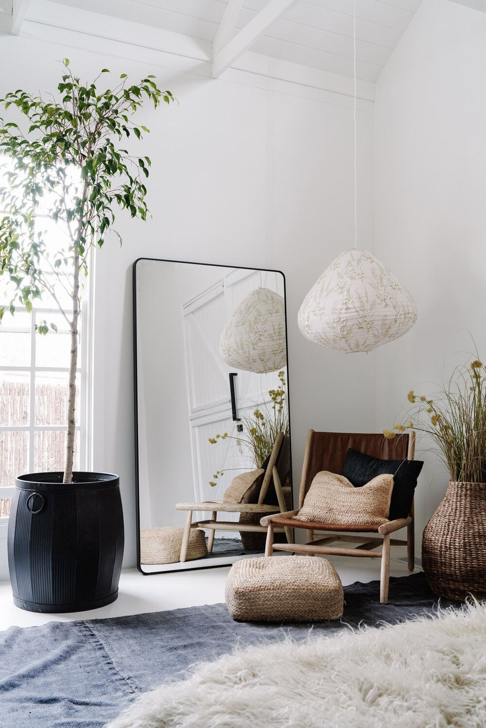 Bedroom with huge mirror and plants in white, open - Art ...