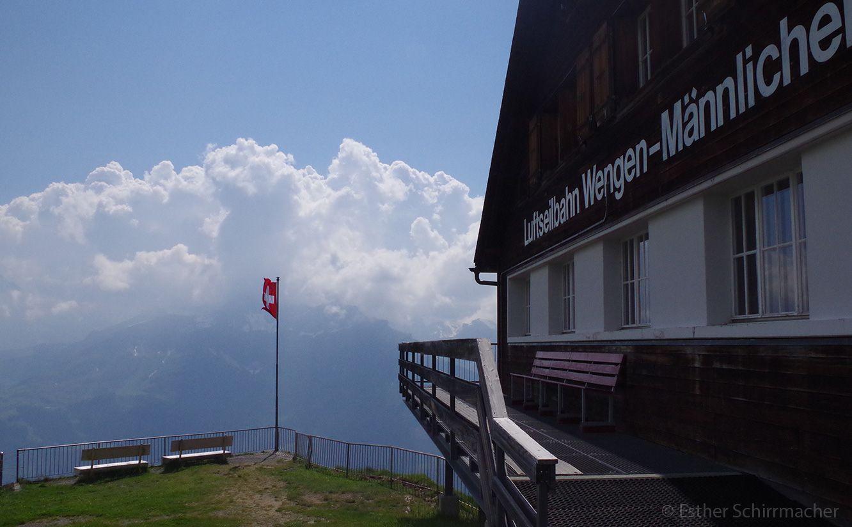Wengen gehört zumOberland von Bern undzur SchweizerGemeinde Lauterbrunnen. Dieser unberührteund sehr idyllische Ortliegt auf über 1.200Meter über dem Meeresspiegel und am Fußeder Berge Eiger…