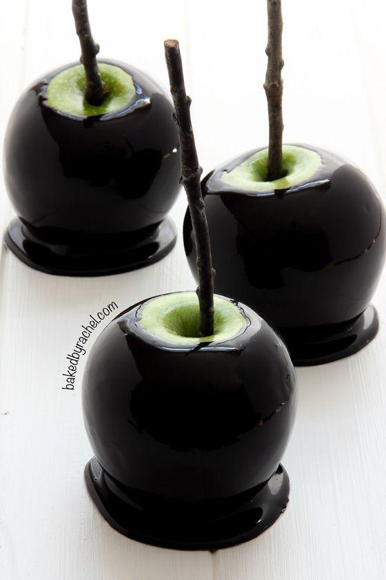 spooky black caramel apples - Caramel Apple Ideas Halloween