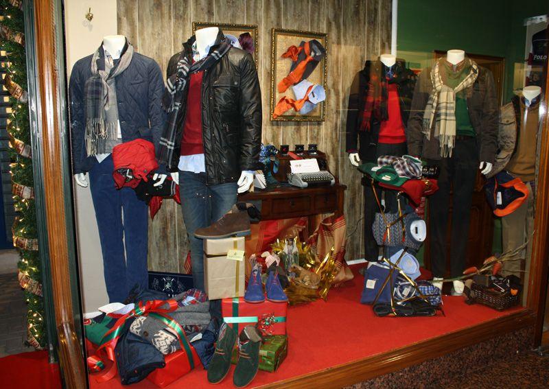 b7c1d62db87c Nuestro escaparate de Navidad con #ropa de #hombre. | Closet de ropa ...