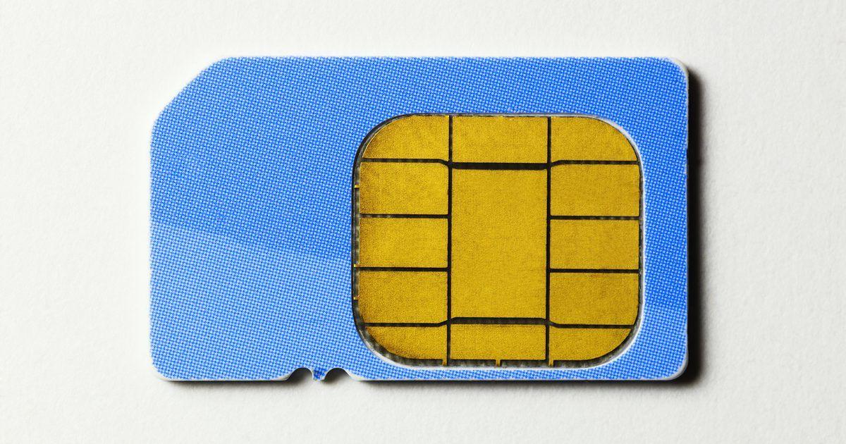 Como reiniciar o cartão SIM de um celular Nextel. Um cartão SIM é um módulo de identidade do assinante usado por operadoras de telefonia celular para identificar usuários. Ele é basicamente o cérebro do seu celular e também pode ser usado para armazenar todo tipo de informações. A maioria dos usuários salva contatos telefônicos, registros de chamadas, mensagens de texto, mensagens de voz e ...