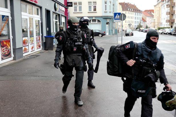 Αποτέλεσμα εικόνας για berlin cops
