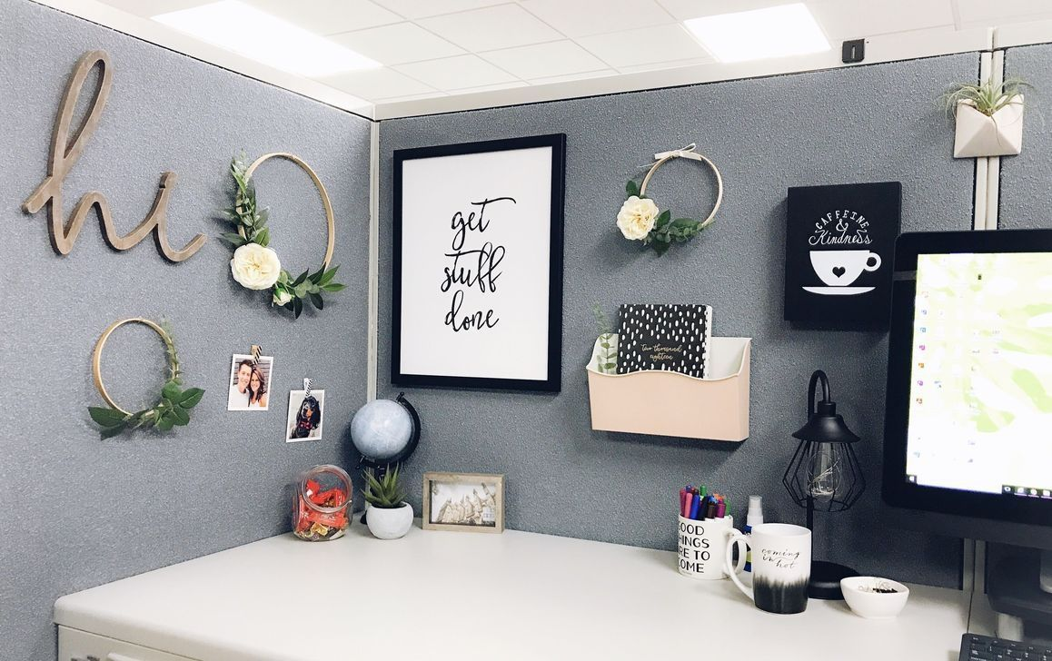 Stunning 50 Gorgeous Cubicle Decoration Ideas Cubicle Decoration Gorgeous Ideas Office Organiz In 2020 Work Cubicle Decor Cubicle Decor Office Office Space Decor
