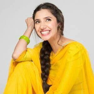 Mahira khan in yellow dress in shehr e zaat