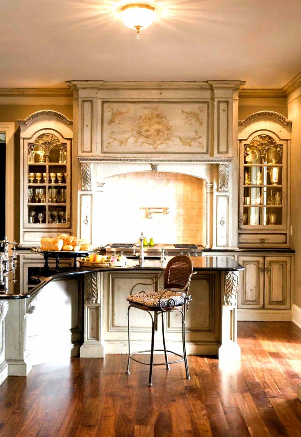 Stylish Luxury Coastal European Style Kitchen