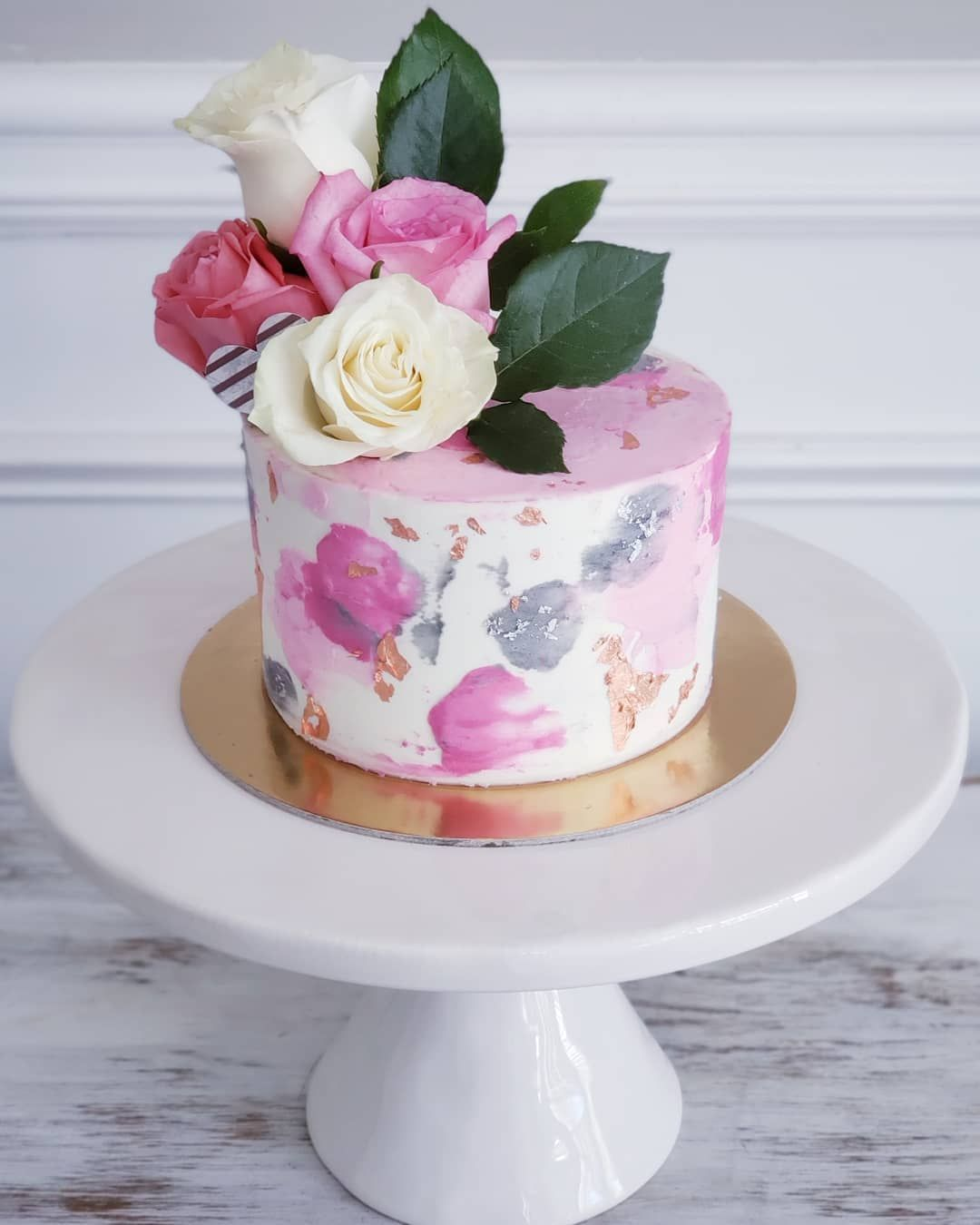 Flower cakes are my favorite cakes 🌷. . . . . .