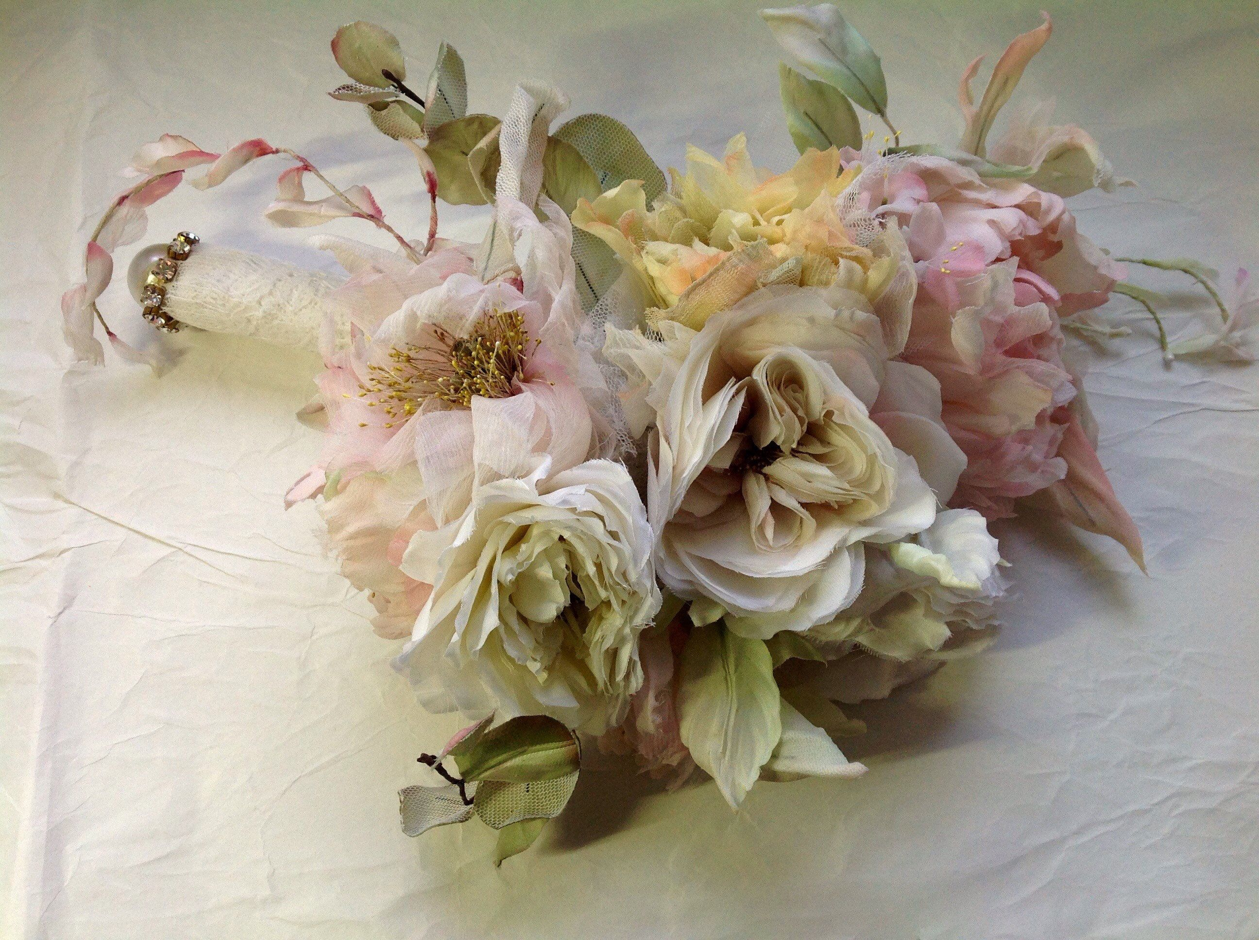 Bouquet Sposa Shabby Chic.Cascading Bridal Bouquet With Silk Flowers In Shabby Chic Style
