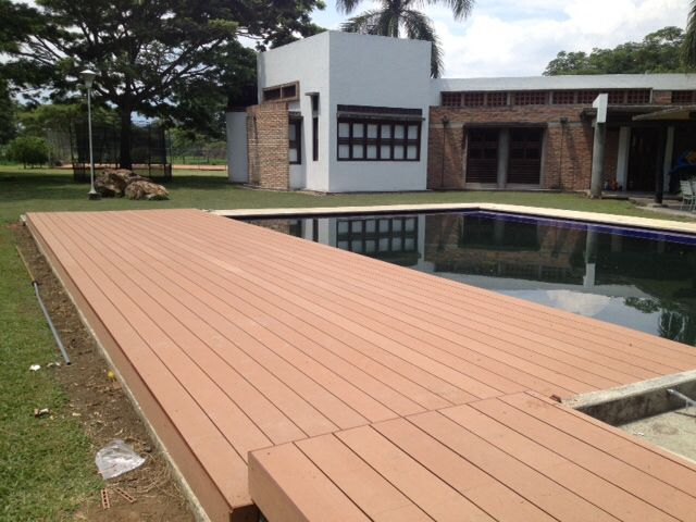 Deck en madera plastica wpc plastic wood deck wpc made for Piscinas plasticas colombia