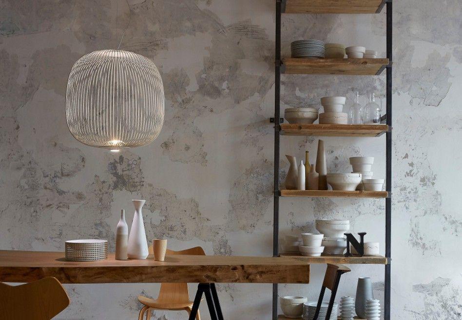 Nyheden Spokes fra Foscarini er inspireret af et cykelhjul og skaber et smukt lys i rummet. Se mere om den flotte lampe i butikken eller spotlight.dk