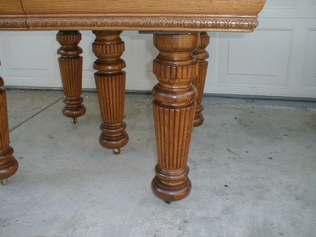 Antique Oak Dining Table With 5 Large Reeded Legs From