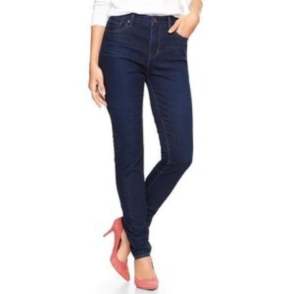 GAP High Waisted Skinny Jeans This jeans have been gently used and are of the regular length. The modeled picture is of gap jeans but not of this exact pair, they are very similar in appearance. GAP Pants Skinny