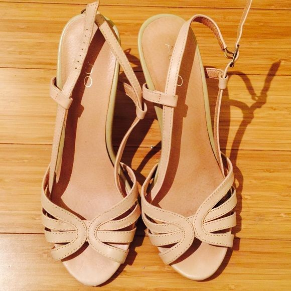 Aldo Blush Pink Heels! Worn Once! Size 40 Soft and feminine... romantic blush pink heels with adjustable sling back straps. Worn once and in very good condition. No damage on the front. Signs of use on the sole (once). Fits 8.5/9 ALDO Shoes Sandals