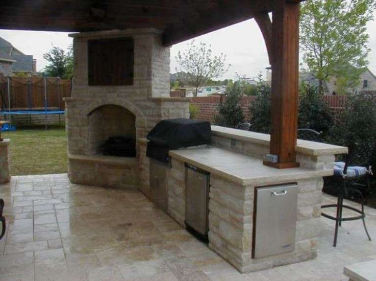 Cucine da esterno in muratura - Cucina in muratura con tavolo ...
