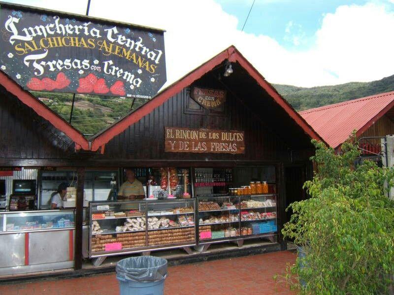 Kioskos donde venden dulces y otros en Colonia Tovar...