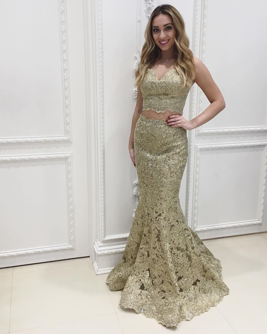 Elegant 2 Pieces Prom Dresses 2018 Gold Lace Mermaid Formal Gowns V neck  Sleeveless Floor Length Evening Party Dresses Long d4908afeb343