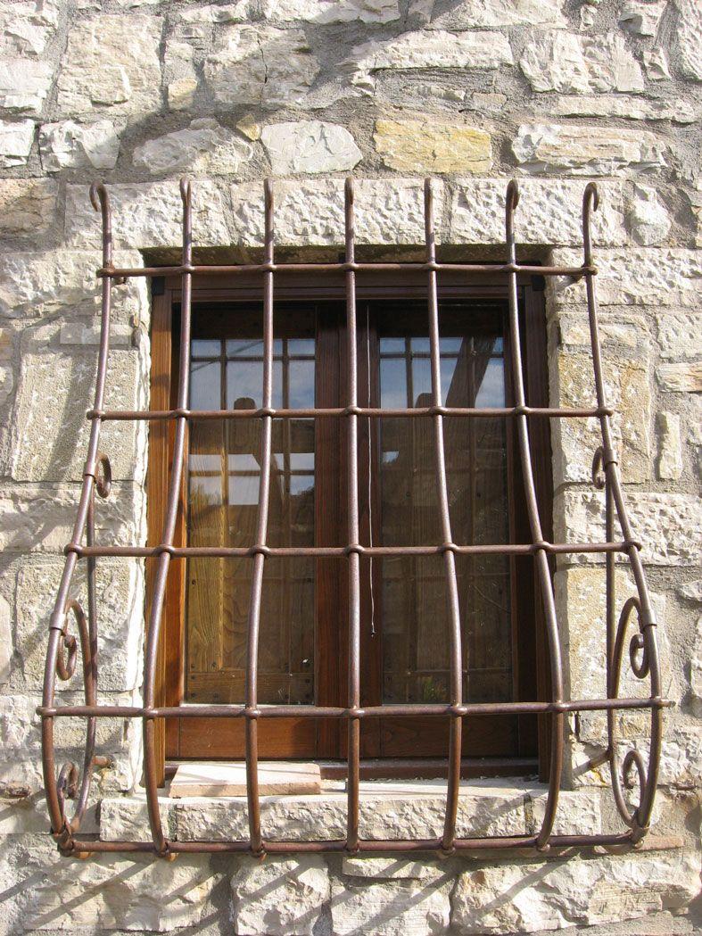 Grate cmb infissi in ferro battuto lavorate for Grate in legno per balconi
