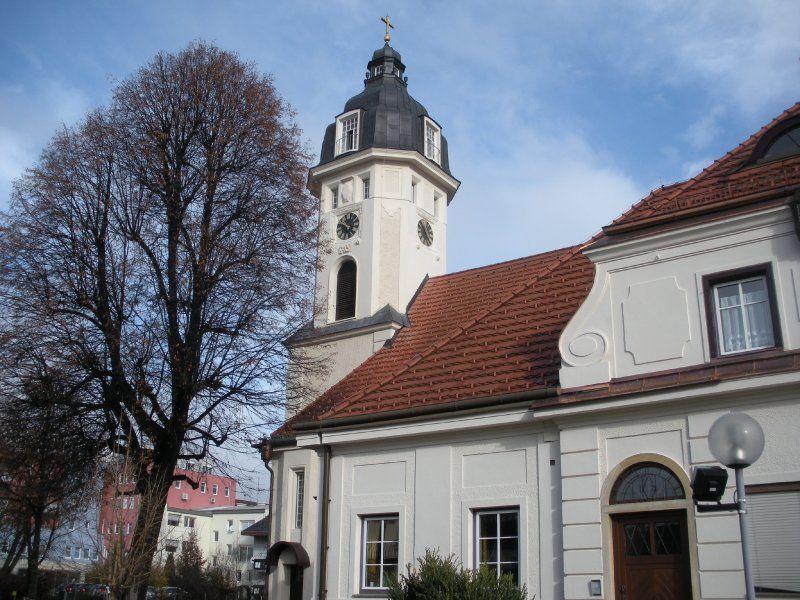 Evangelische Kirche St.Veit/Glan. Mineralische Fassadenfarben für historische Gebäude. Purpurrot - Karl Pugganig