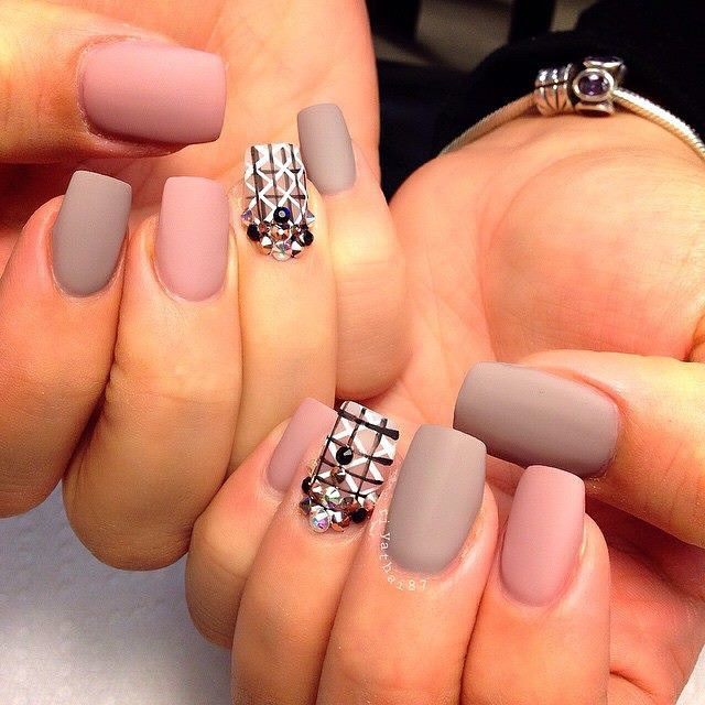 Love matte nails! @riyathai87 #hudabeauty"